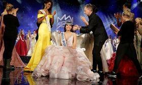 Μις Κόσμος 2016: Η ομορφότερη γυναίκα του κόσμου είναι από το Πουέρτο Ρίκο   Μις Κόσμος για το 2016 είναι η 19χρονη Μις Πουέρτο Ρίκο Στέφανι Ντελ Βάλε που κέρδισε το στέμμα στον 66ο διαγωνισμό ομορφιάς που διεξήχθη  from Ροή http://ift.tt/2hzxB4b Ροή