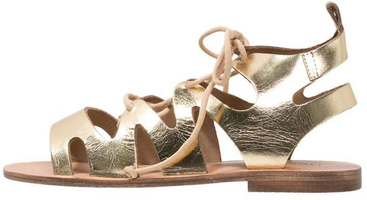 "Pin for Later: 15 flache Sandalen, die cooler sind als jeder Flip Flop  TopShop ""Fig"" Sandale in Gold (50 €)"