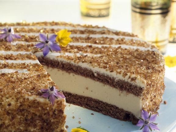 Punschtorte mit essbaren Blüten ist ein Rezept mit frischen Zutaten aus der Kategorie Biskuitteig. Probieren Sie dieses und weitere Rezepte von EAT SMARTER!