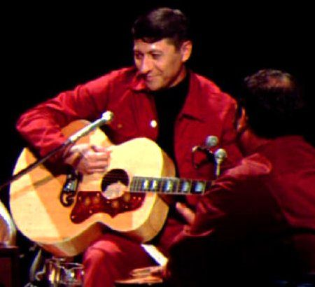 Scotty Moore with Elvis' 1960 J200 during the 1968 NBC TV Special - sponsored by the Singer Corporation | The Gibson Guitars of Scotty Moore