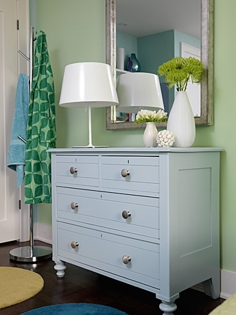 Love the color, and how she (Sarah Richardson) took something old and made it look very trendy and fun.