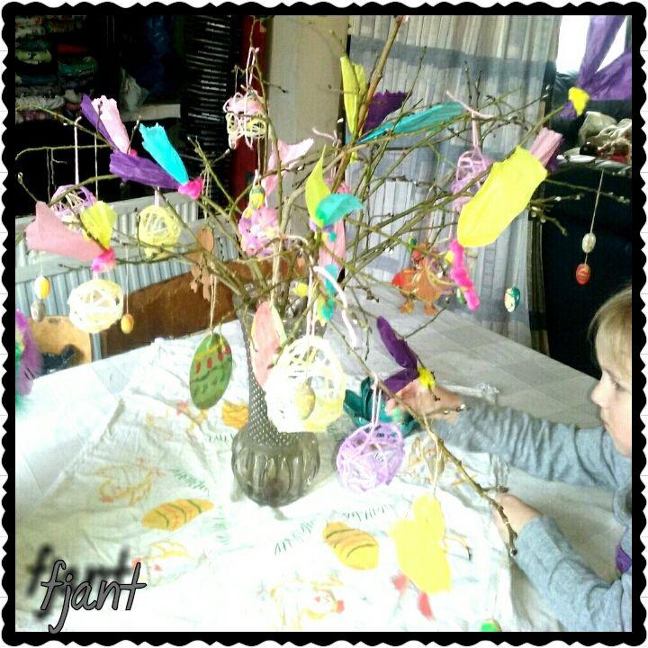 skapa, lek och lär: Påskfjädrar av silkespapper