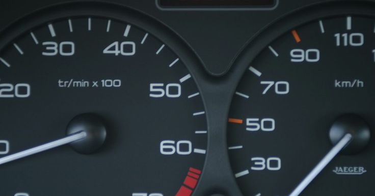 ¿Cómo apago la luz de mantenimiento de un Acura Tl?. La unidad de control electrónico de tu Acura TL genera y guarda códigos de avisos. A veces estos códigos indican problemas con el vehículo, pero frecuentemente no lo hacen, sino que se refieren al mantenimiento regular que se le debe hacer al auto. La luz de mantenimiento de tu Acura TL se encenderá y se mantendrá así hasta que se realice el ...