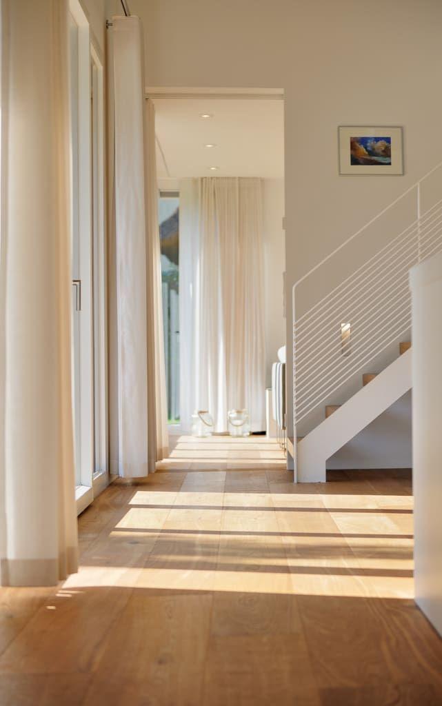 Finde moderner Flur, Diele & Treppenhaus Designs: Erschließung . Entdecke die schönsten Bilder zur Inspiration für die Gestaltung deines Traumhauses.
