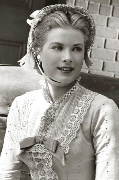 Grace Kely,est une des plus grandes actrices de sa génération. Elle tourne avec les plus grands, et notamment,Cary Grant, Ava Gardner, William Holden, Frank Sinatra et James Stewart. Grace Kelly…