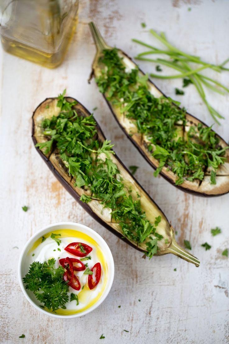 Tengo un horno y sé cómo usarlo | Recetas & fotos | Cocina paso a paso| Food | Spanish | Recipes: Berenjenas con crema picante de yogur, limón y menta