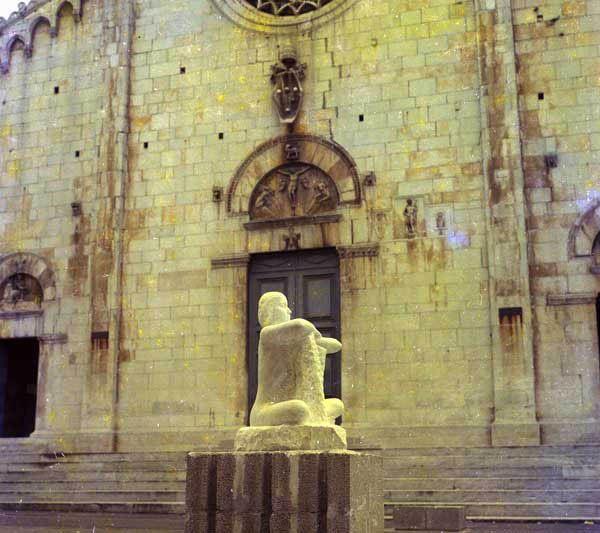 """Nel 1977 partecipa alla mostra """"Artisti e Artigiani in un centro storico"""" a Pietrasanta"""