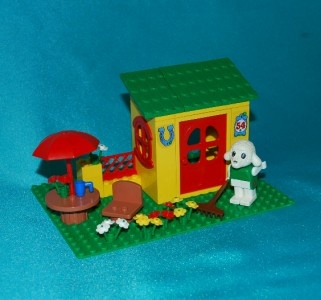 Oh I LOVED playing with this set. Especially when I was home with the chicken pox!