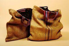 Después de trabajar como editora de modas en Paris y Nueva York, Ariane Dutzi comenzó a producir bolsas hechas a mano desde Valladolid, México, en la península de Yucatan, utilizando materiales reciclados y ecológicos con la ayuda de artesanas locales. Su marca, Dutzi Design, esta comprometida con la comunidad y el medio ambiente, y sus …
