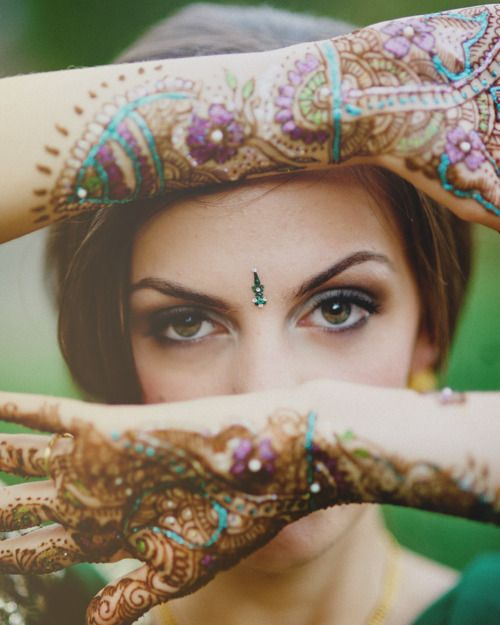 Bindi? Glitter on henna? Yes please