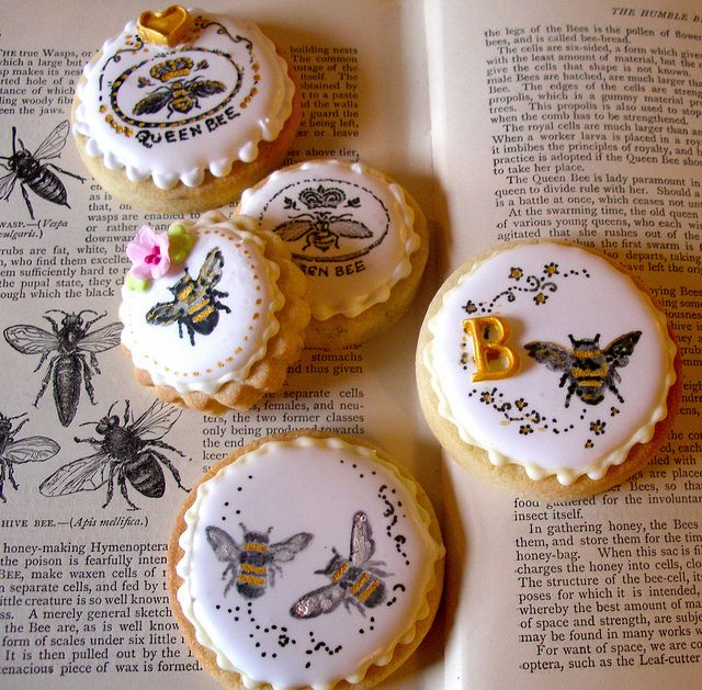 Stamped  hand painted bee cookies by nice icing, via Flickr