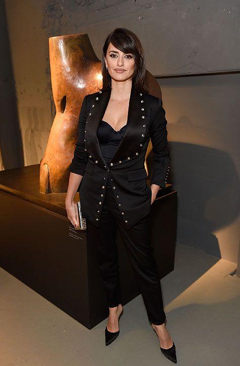 Come si portano i pantaloni a sigaretta nel 2018? Ce lo mostra una Penelope Cruz più in forma che mai alla London Fashion Week  - ELLE.it