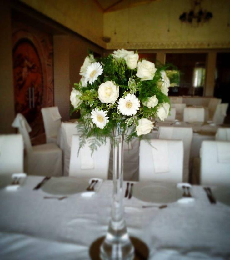"3 aprecieri, 1 comentarii - Floraria Dorothy's (@florariadorothys) pe Instagram: ""Wedding details.. #white #green #eedding #cluj #clujlife #nuntaincluj #floricluj #clujnapoca…"""