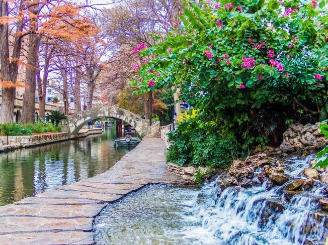 The Riverwalk in the Morning - San Antonio, Texas - Great pin from @Amy Moore - Thanks for chatting on #PinUpLive tonight! :)