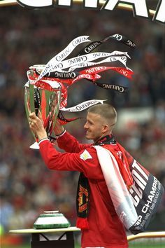 David Beckham celebrates winning the Premier League title with @manutd in 2001.