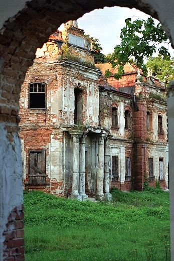 Abandoned in Narol, a town in Podkarpacie Voivodeship, in Lubaczów County, Poland. ~ETS #poland #abandoned #architecture