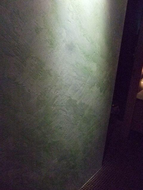 Facing wall of a restaurant toilette . Product : Roccia di Roma