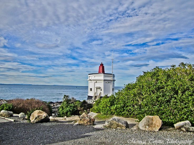 Another Bluff icon - the Bluff Lighthouse. July 2013.