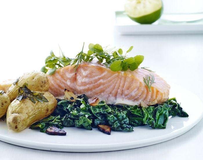 Laks er en populær ingrediens, som er rig på omega3 og perfekt til aftensmaden. Vi har samlet de bedste opskrifter med laks på under 30 minutter.