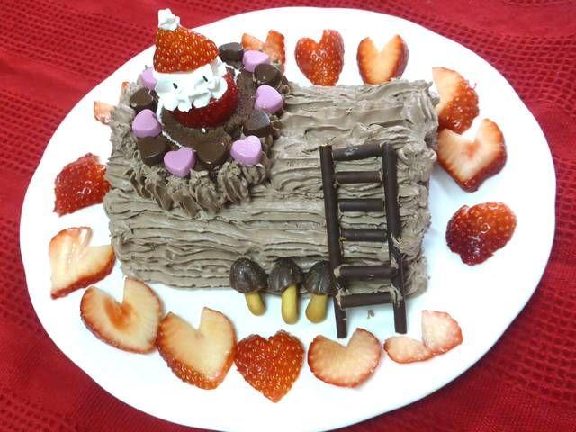 クリスマスに本格ブッシュ・ド・ノエルを親子で手作り。簡単で子どもでもOK!  クリスマスケーキの定番といえば、ブッシュ・ド・ノエル。形といい、模様といい、手作りはハードルが高いと思いがちですが、ロールケーキとホイップクリーム、それに少し飾りがあればあっという間にできあがり!市販の材料を使って、親子で作れ、簡単なのに本格的に楽しくデコレーションする方法を紹介します。