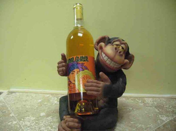 Необычные держатели для бутылки вина украсят любой праздничный стол!