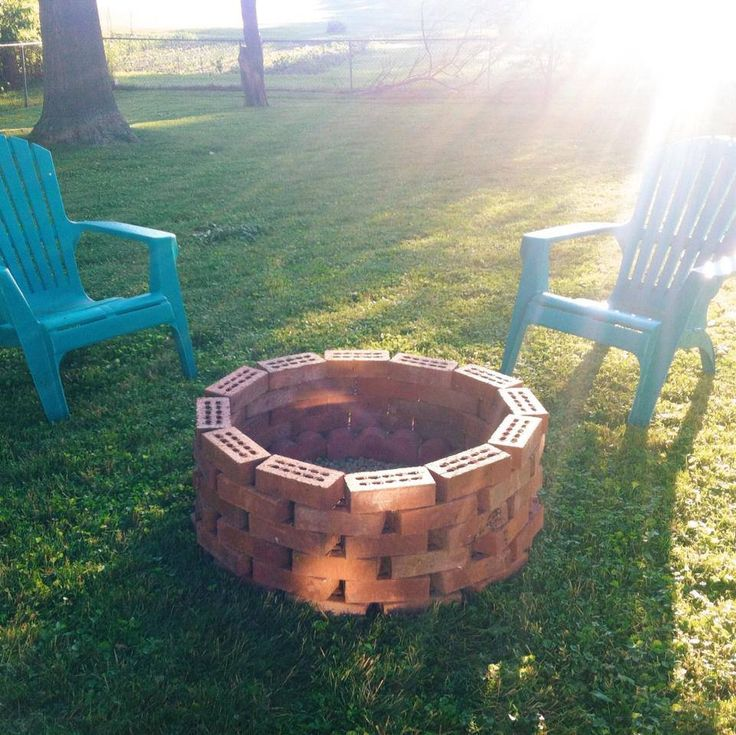 Best 25 brick fire pits ideas on pinterest for What kind of bricks for fire pit