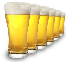 """Op korte termijn leidt het drinken van een """"normale"""" hoeveelheid alcohol niet tot slechtere prestaties. Op lange termijn is het regelmatig drinken van alcohol nadelig doordat dit onder andere het spierherstel en het immuunsysteem verstoort."""