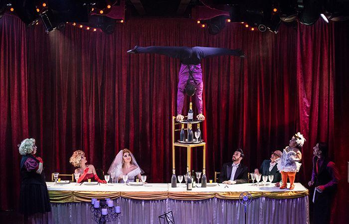 Paris 6 casa noturna destinada a shows de burlesco em São Paulo com direito a jantar