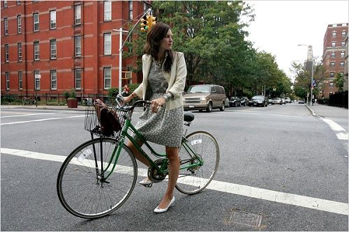 Cycle Chic, Image Source iheartyouroutfit.blogspot.com