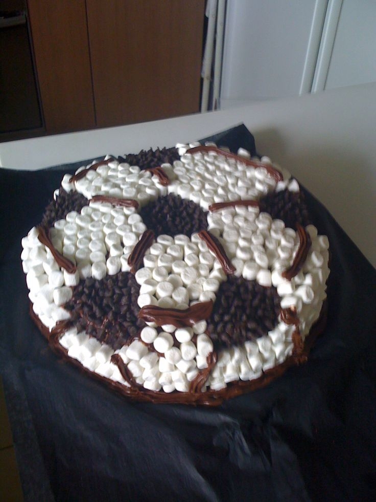 Torta de Chocolate y Manjar para mi hijo.....