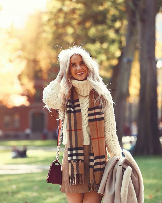 autumnal feels in this outfit and inthefrow is a total gem and gorgeous fashion blogger