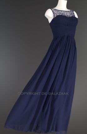 De plissé sweetheart halslijn geeft het elegante effect van een strapless jurk avondjurk, terwijl de daarboven doorlopende doorschijnende stof toch de fijne comfortabele steun biedt! €125