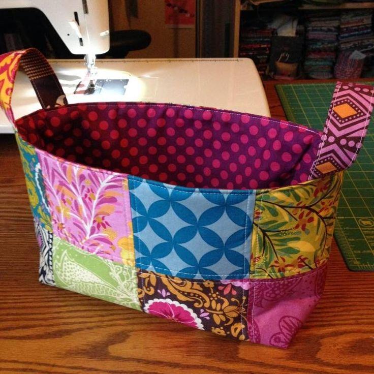 patchwork-facile-panier-pièces-multicolores-motifs-pois-fleurs patchwork facile