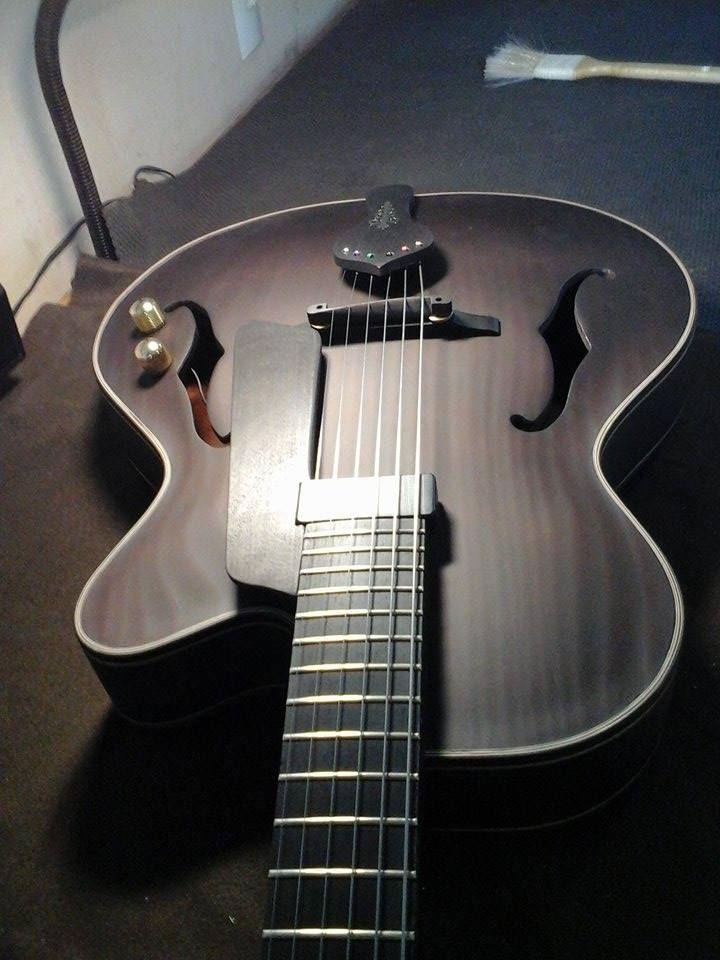 Guitarra Archtop La Negra Guitarras