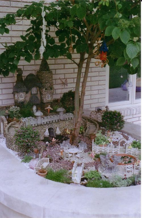In my garden, I will make one of these. ~ This is one of the first garden's I ever pinned, but this is from a different angle. I love this garden!