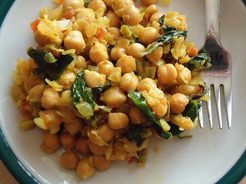 Propiedades de los garbanzos Se trata de uno de los principales ingredientes de la gastronomía de Oriente y Medio Oriente y contiene muchos nutrientes, entre ellos fibras, proteínas y vitaminas.