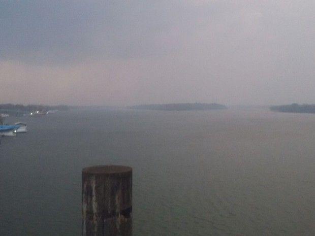 Nuvem de fumaça 'cobriu' cidade por volta das 17h30  (Foto: Arquivo pessoal/ André Santos)