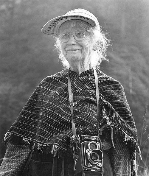 """Citas célebres de fotógrafos. Robert Capa -""""Si tus fotografías no son lo suficientemente buenas es por que no estás lo suficientemente cerca."""" Imogen Cunningham -""""¿Cuál de mis fot…"""