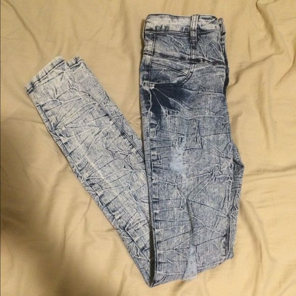 ☀️SPRING BREAK SALE☀️High Waisted Distressed Jeans High waisted acid washed jeans with slight distressing on both legs. Worn twice. Has four buttons and a zipper. ✨NEXT DAY SHIPPING✨ Jeans Skinny