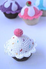 Para que tengas tu mismo este rrrrrrico cupcake que está aquí arriba, con crema, frutilla y todo (y que no engorda!!) el patrón lo pued...