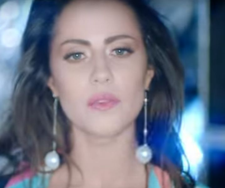 Derya Uluğ'un Canavar isimli yeni şarkısını http://indirmp3.su sitesinden bedava indirebilirsiniz.