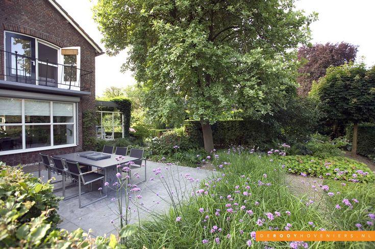 Tuin idee De Rooy Hoveniers bloementuin border terras tegels Dussen