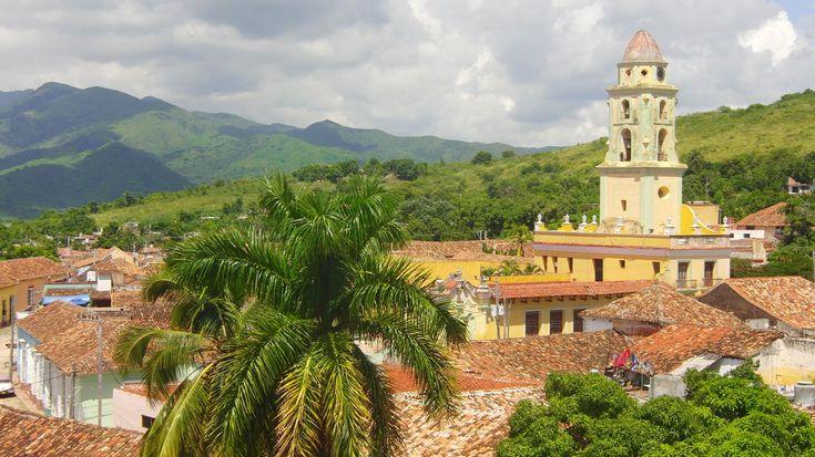 Kuba liegt in der Karibik und gehört zur Inselgruppe der Großen Antillen. Hier findest du Tipps für die optimale Reisezeit in Kuba.