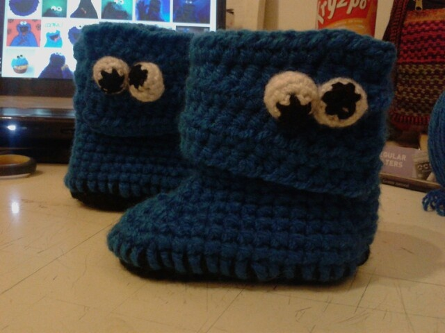 I just finished my Cookie Monster baby booties... Yeeeey!! <3