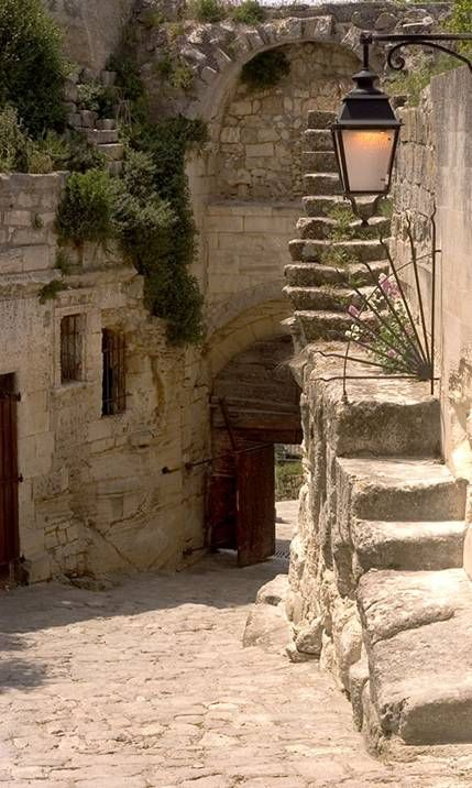 Les Baux de Provence, porte d'Eyguieres, historical entrance of the medieval village, on the pic