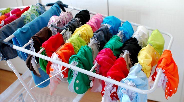 "Und so sehen die ""Sustain a Bum"" Stoffwindeln aus, wenn sie frisch gewaschen sind. Eine bunte, runde Sache...   Picture taken from an article in the Tree Hugger  http://www.treehugger.com/slideshows/green-home/new-father-5-things-i-love-about-our-reusable-cloth-diapers/"