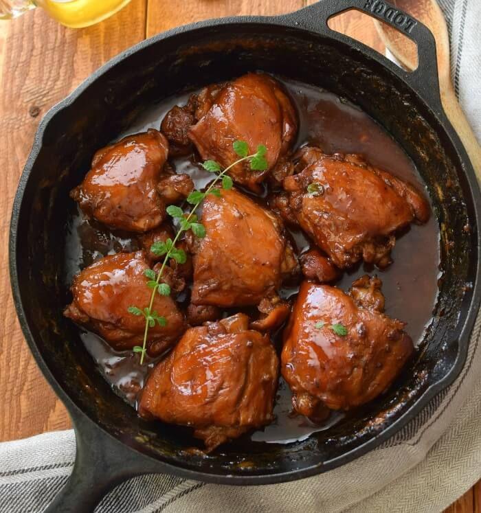Receta fácil de pollo a la cerveza, dorado y muy jugoso; está listo en 30 minutos,
