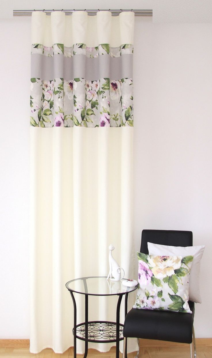 Nowoczesne kremowe zasłony do pokoju w fioletowo zielone kwiaty