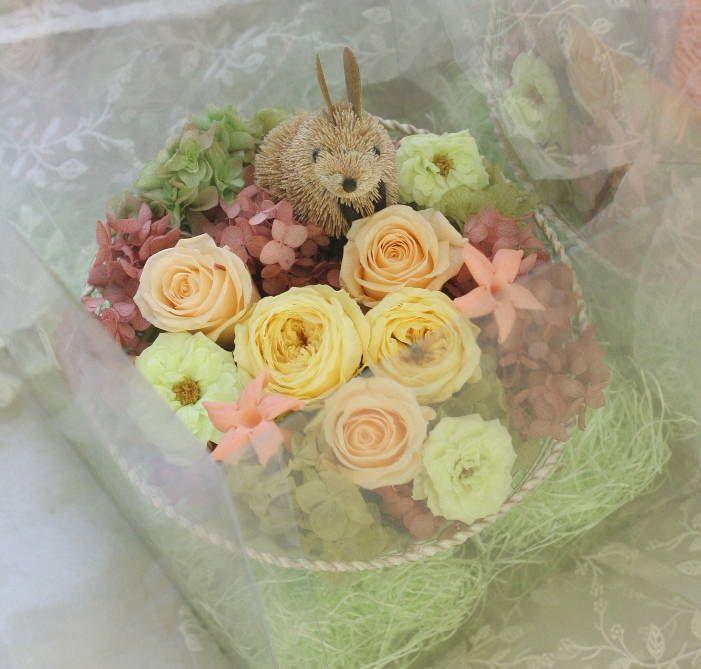ご両親贈呈の花のギフト ウサギとリス付で : 一会 ウエディングの花