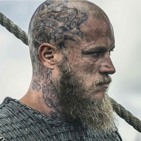 Ragnar Lothbrok (Travis Fimmel) #vikings #historyvikings #ragnarlothbrok